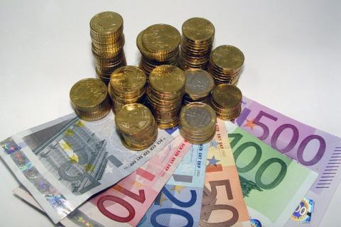 euro-notes-coins.jpg